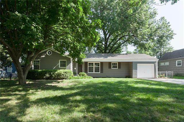 2004 W 84th Terrace, Leawood, KS 66206 (#2229418) :: House of Couse Group