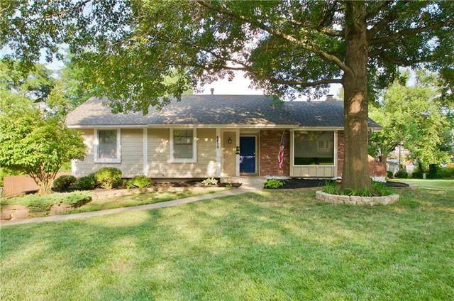 8839 Candlelight Lane, Lenexa, KS 66215 (#2229587) :: Eric Craig Real Estate Team