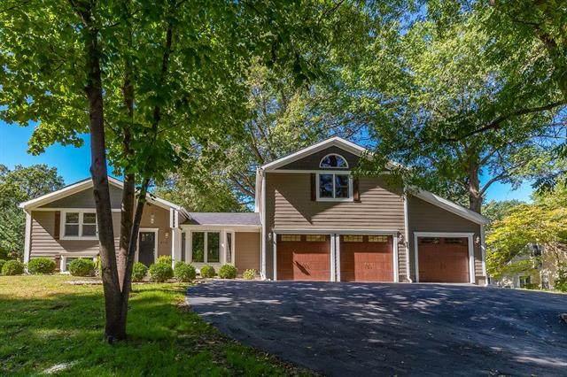 8714 Lee Boulevard, Leawood, KS 66206 (#2229614) :: Ron Henderson & Associates