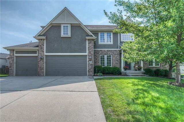 717 NE Twin Brook Drive, Lee's Summit, MO 64086 (#2229689) :: House of Couse Group