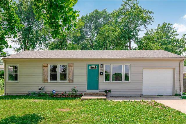 208 N Kendall Drive, Independence, MO 64056 (#2229711) :: Eric Craig Real Estate Team