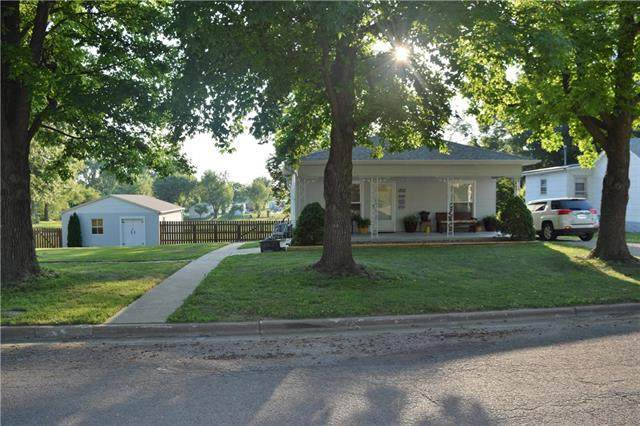 1302 Walnut Street, Higginsville, MO 64037 (#2229900) :: Eric Craig Real Estate Team