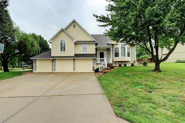 710 Buena Vista Drive, Raymore, MO 64083 (#2230026) :: Austin Home Team
