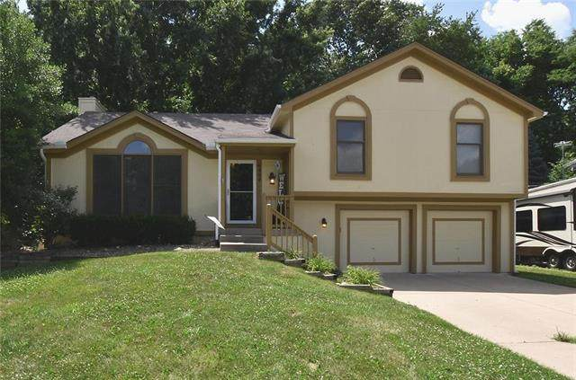 6494 NW Morell Drive, Parkville, MO 64152 (#2230041) :: The Shannon Lyon Group - ReeceNichols