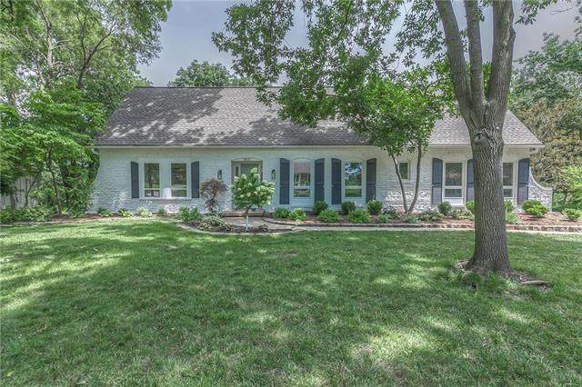 9815 Overbrook Road, Leawood, KS 66206 (#2230140) :: House of Couse Group