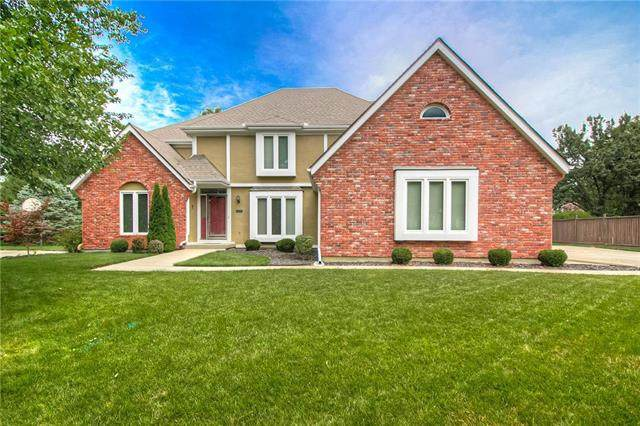 508 W 115th Terrace, Kansas City, MO 64114 (#2230158) :: House of Couse Group