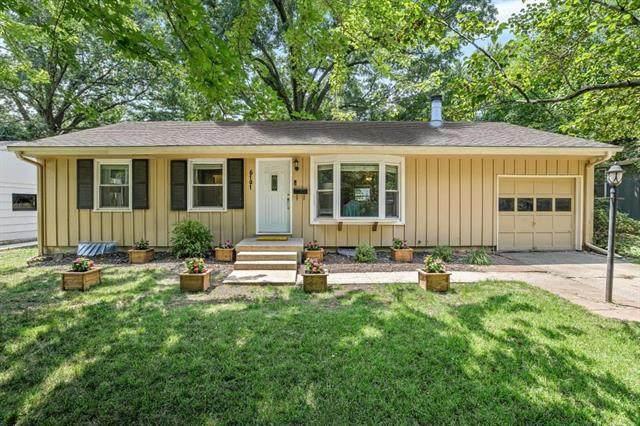 6101 W 76th Street, Prairie Village, KS 66208 (#2230174) :: House of Couse Group