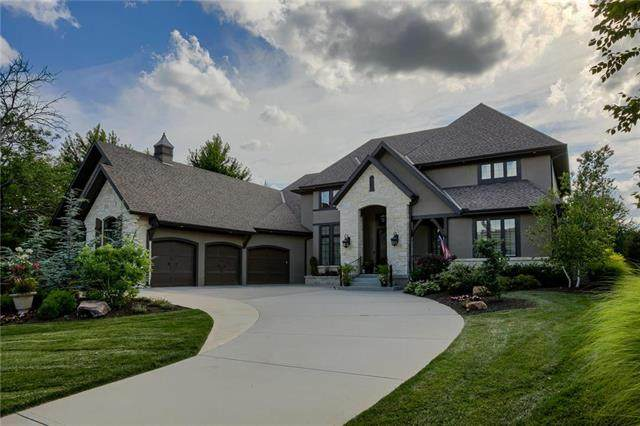 5011 W 142nd Terrace, Leawood, KS 66224 (#2230294) :: Dani Beyer Real Estate