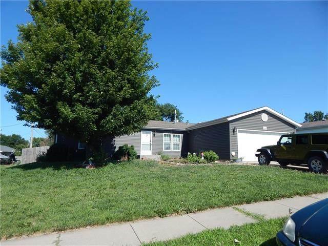 4444 SE Grand Oaks Avenue, Topeka, KS 66609 (#2230399) :: The Shannon Lyon Group - ReeceNichols