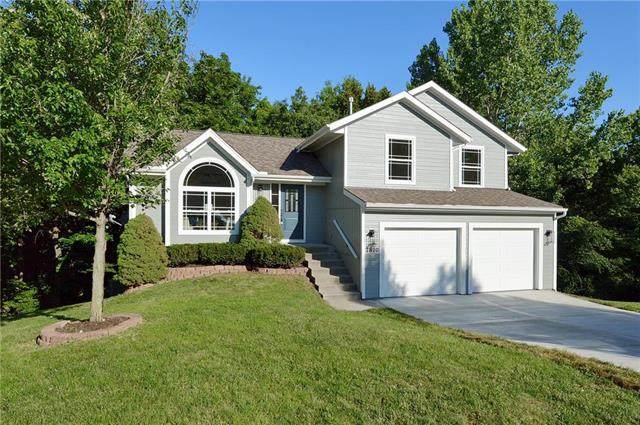 7810 N Adrian Avenue, Kansas City, MO 64151 (#2230409) :: House of Couse Group
