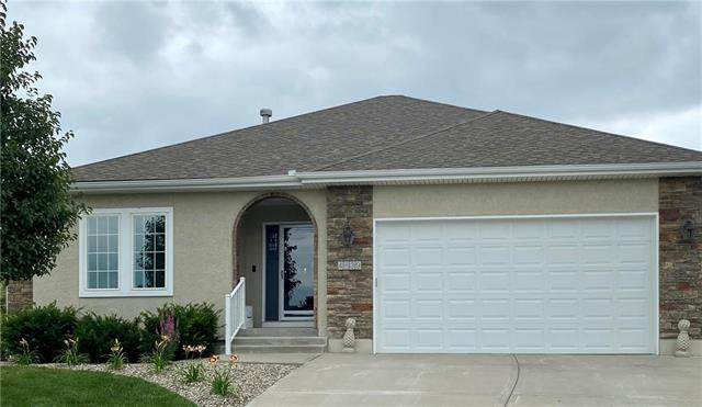 4639 SW Olympia Place, Lee's Summit, MO 64082 (#2230414) :: Edie Waters Network