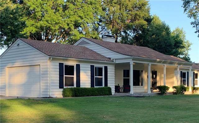 4901 Pawnee Drive, Roeland Park, KS 66205 (#2230424) :: Ron Henderson & Associates