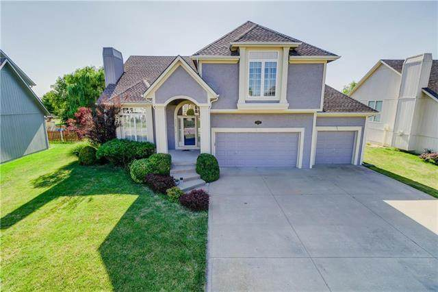 5912 NE Hidden Valley Drive, Lee's Summit, MO 64064 (#2230431) :: House of Couse Group