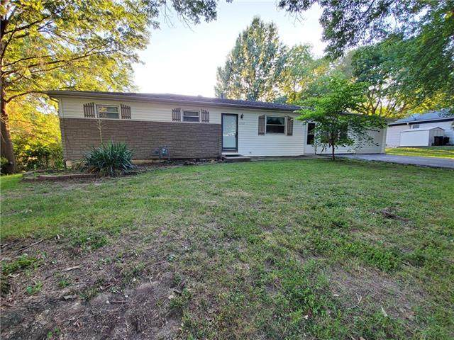 1702 S Harding Street, Oak Grove, MO 64075 (#2230565) :: Ron Henderson & Associates