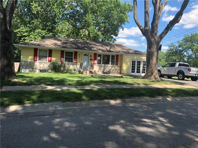 3827 N Denver Avenue, Kansas City, MO 64117 (#2230578) :: Ron Henderson & Associates