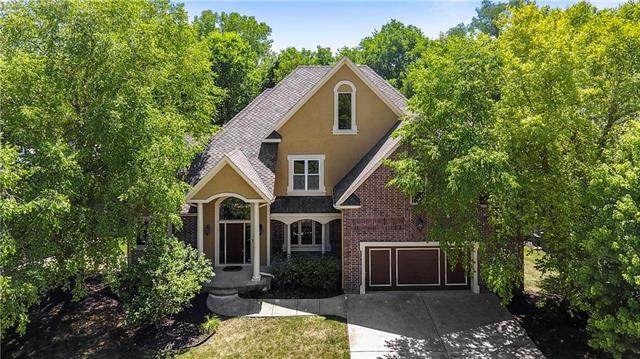 8120 Forest Park Drive, Parkville, MO 64152 (#2230593) :: Jessup Homes Real Estate | RE/MAX Infinity