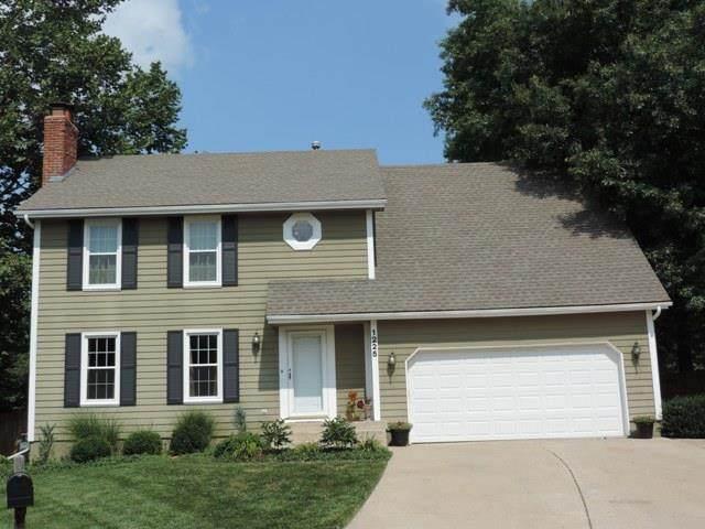 1225 NW Roanoke Drive, Blue Springs, MO 64015 (#2230598) :: Beginnings KC Team