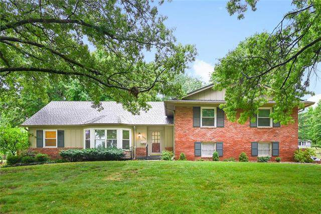 10322 Meadow Lane, Leawood, KS 66206 (#2230674) :: Geraldo Pazar