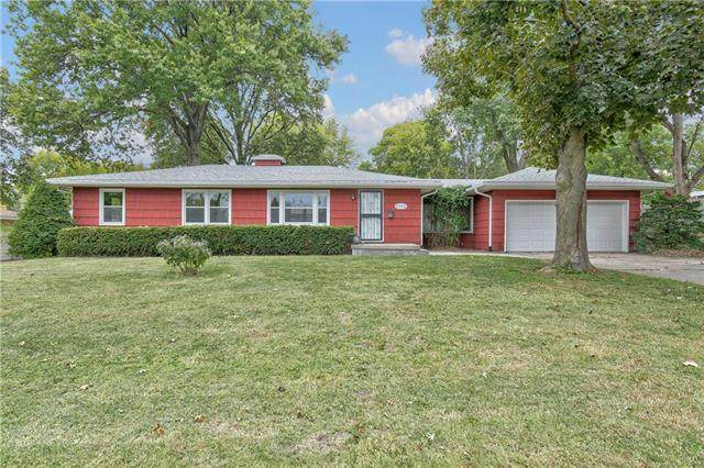 2535 Queen Ridge Drive, Independence, MO 64055 (#2230850) :: Five-Star Homes