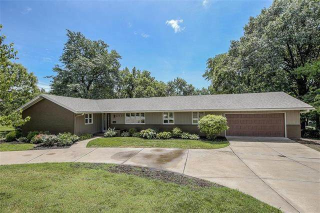 2601 W 103rd Street, Leawood, KS 66206 (#2231220) :: House of Couse Group