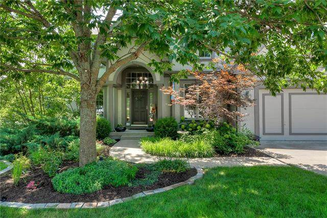 6100 NW Hickory Place, Parkville, MO 64152 (#2231320) :: House of Couse Group