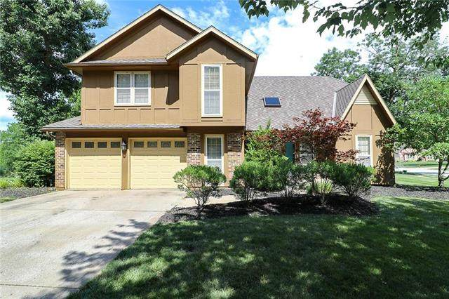 206 NE Shoreview Drive, Lee's Summit, MO 64064 (#2231574) :: House of Couse Group