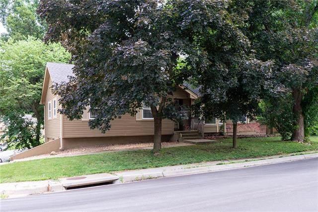 3401 NE Apple Tree Lane, Gladstone, MO 64119 (#2231619) :: Geraldo Pazar