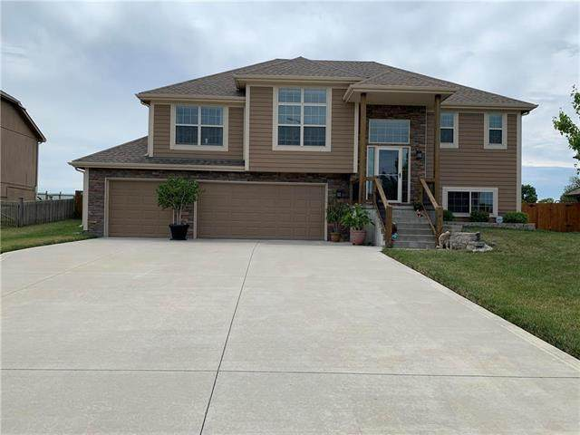 15233 Sycamore Street, Basehor, KS 66007 (#2231650) :: The Gunselman Team