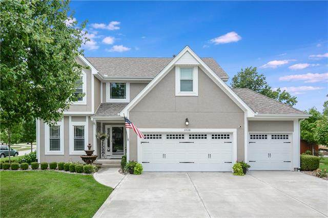 1028 SW Crossing Drive, Lee's Summit, MO 64081 (#2231726) :: Geraldo Pazar
