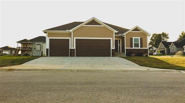 1808 NW Tayler Court, Grain Valley, MO 64029 (#2231747) :: House of Couse Group