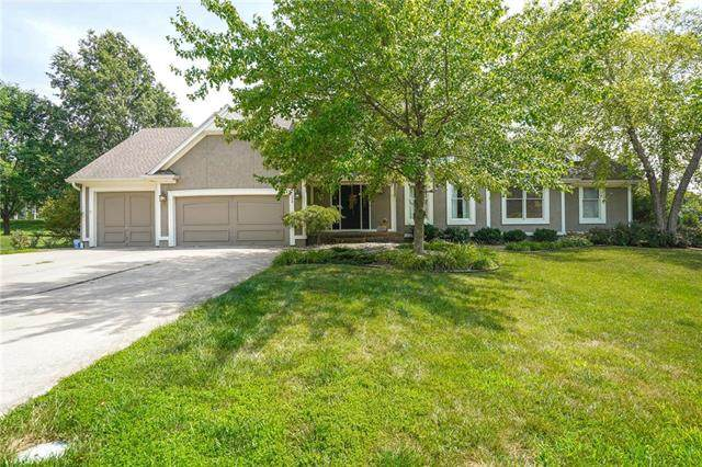 224 SW Winterpark Circle, Lee's Summit, MO 64081 (#2231840) :: Jessup Homes Real Estate | RE/MAX Infinity