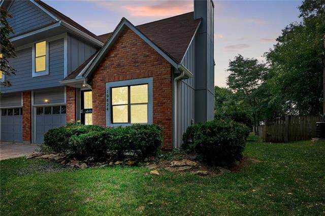 10824 Haskins Street, Lenexa, KS 66210 (#2232285) :: House of Couse Group