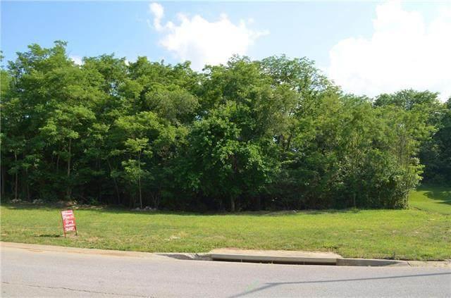 6815 N Myrtle Avenue, Gladstone, MO 64119 (#2232335) :: Five-Star Homes