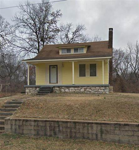 4432 E 54th Terrace, Kansas City, MO 64130 (#2232412) :: Edie Waters Network