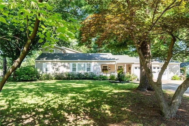 8620 Woodward Street, Overland Park, KS 66212 (#2232549) :: House of Couse Group