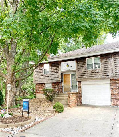 10133 W 96th Terrace, Overland Park, KS 66212 (#2232724) :: Eric Craig Real Estate Team