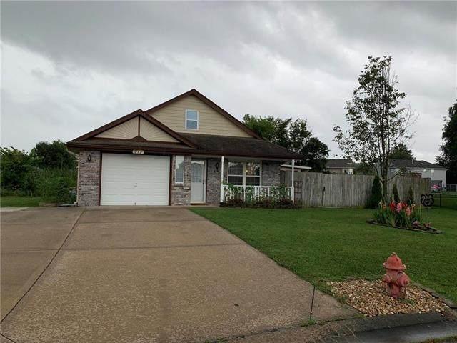211 SW Blue Branch Circle, Grain Valley, MO 64029 (#2232759) :: Ron Henderson & Associates