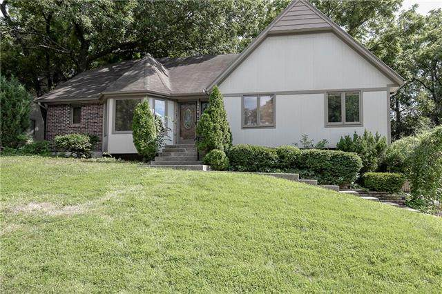 1502 NW Weatherstone Lane, Blue Springs, MO 64015 (#2232957) :: The Kedish Group at Keller Williams Realty