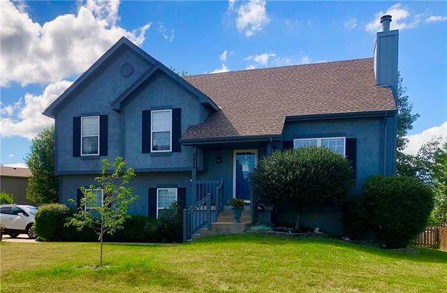 5826 Meadow Height Drive, Shawnee, KS 66226 (#2233206) :: Ron Henderson & Associates