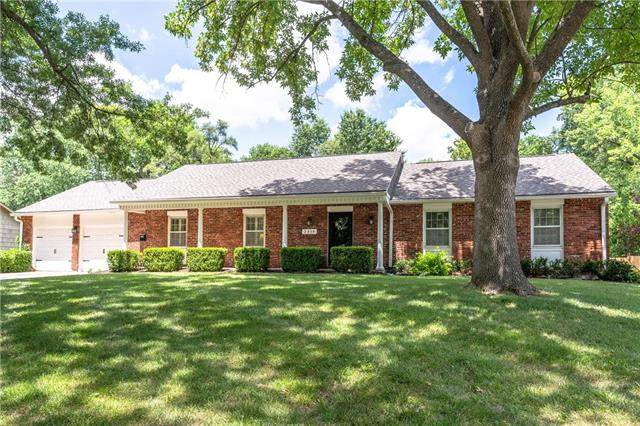 2316 W 104th Street, Leawood, KS 66206 (#2233340) :: House of Couse Group