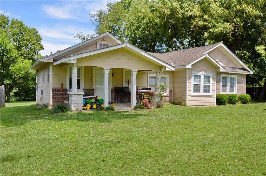 3706 NE 57th Terrace, Gladstone, MO 64119 (#2233458) :: Team Real Estate
