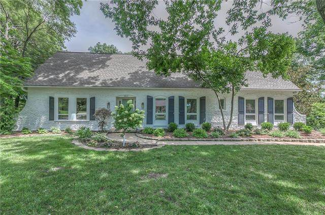 9815 Overbrook Road, Leawood, KS 66206 (#2233537) :: House of Couse Group