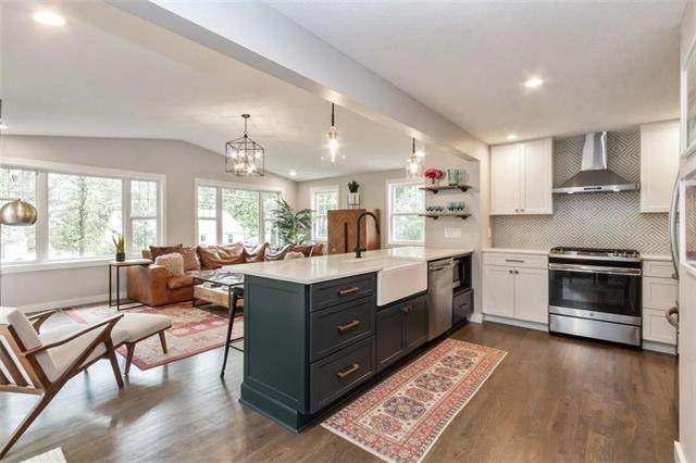 4622 W 69th Terrace, Prairie Village, KS 66208 (#2233610) :: Austin Home Team