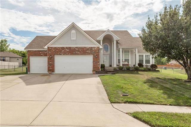 821 Morgan Drive, Peculiar, MO 64078 (#2233716) :: Austin Home Team