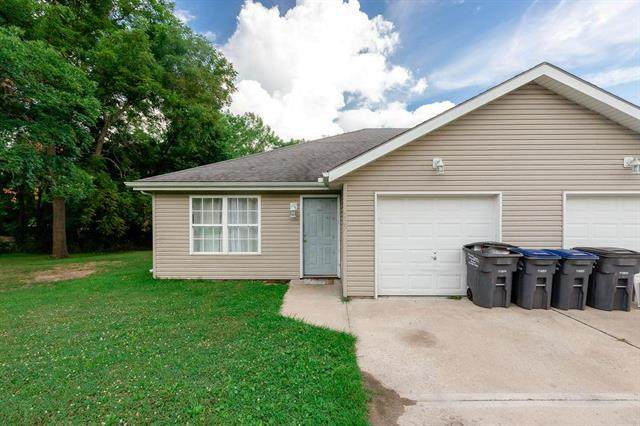 207 Sycamore Street, Harrisonville, MO 64701 (#2233846) :: Jessup Homes Real Estate | RE/MAX Infinity
