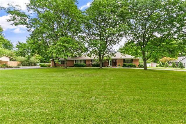 8529 Roe Avenue, Prairie Village, KS 66207 (#2233884) :: Team Real Estate