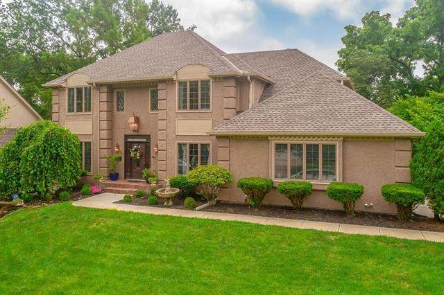 132 The Woodlands Drive, Gladstone, MO 64119 (#2233948) :: Geraldo Pazar