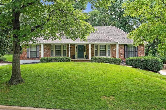 12607 Ensley Lane, Leawood, KS 66209 (#2234056) :: Austin Home Team