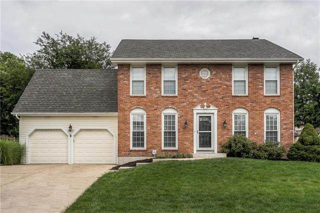 3907 NE Clearbrook Drive, Lee's Summit, MO 64064 (#2234152) :: House of Couse Group