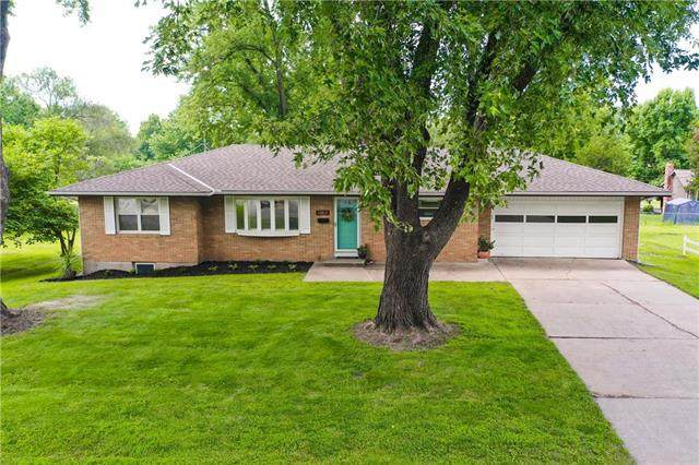 10813 W 48TH Terrace, Shawnee, KS 66203 (#2234154) :: Kedish Realty Group at Keller Williams Realty